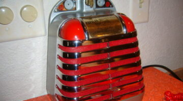 A Rare 1940's Vintage Solotone Entertainer Jukebox Speaker