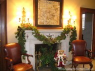 Tate_House_parlor_Christmas_decorated_fireplace_mantel.JPG