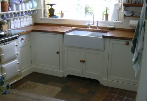 a double basin apron front sink in the kitchen
