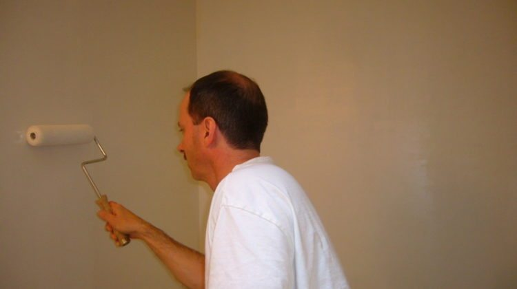 How To Spackle And Sand Walls For A Smooth Finish: DIY Drywall Repair