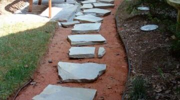 DIY Stepping Stone Walkway Ideas + Tips To Build Stone Walkways Yourself