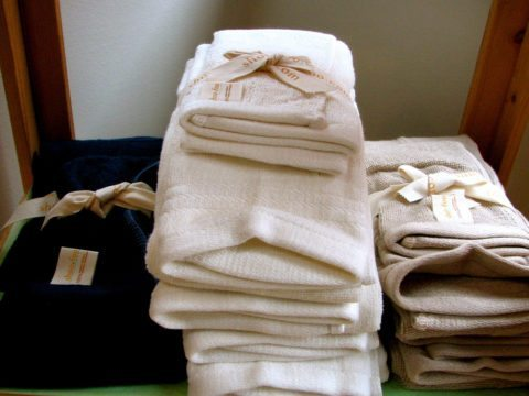 guest-bathroom-decorating-ideas-towels