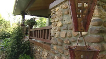 HGTV's Curb Appeal Proves That A Rain Chain Enhances Your Home's Exterior Decor