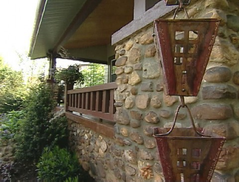 hgtv-house-with-rain-chains