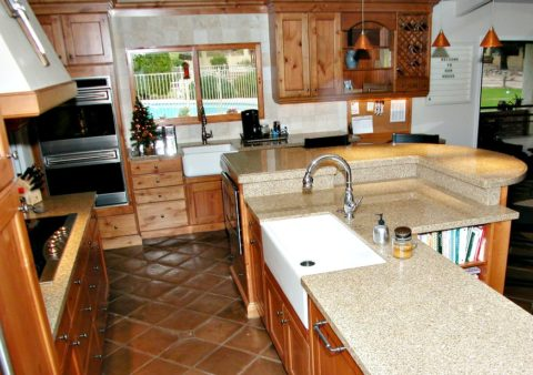 this kitchen has 2 farmhouse sinks