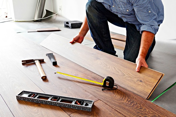 Hardwood Vs Laminate Wood Flooring Which Is Better The Pros - What is the cheapest flooring to install