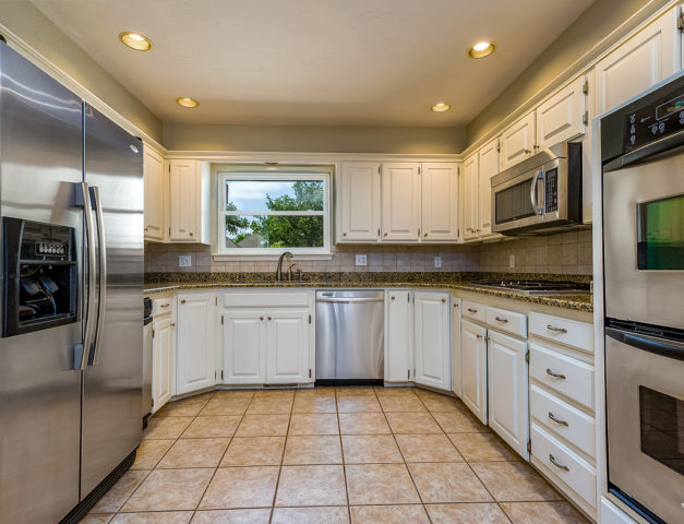 Charmant ... Check Out The Liquid Stainless Steel On These Appliances Which Really  Jazz Up This Kitchen
