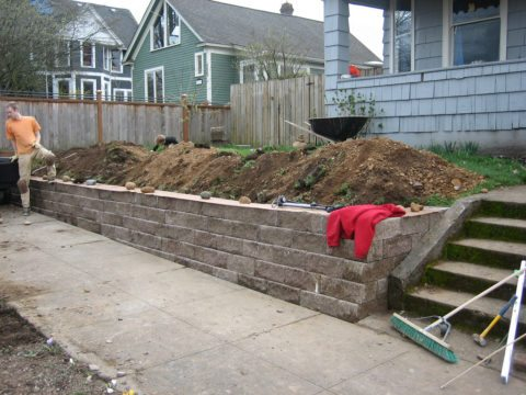 there are many different retaining wall options including the use of medium size blocks