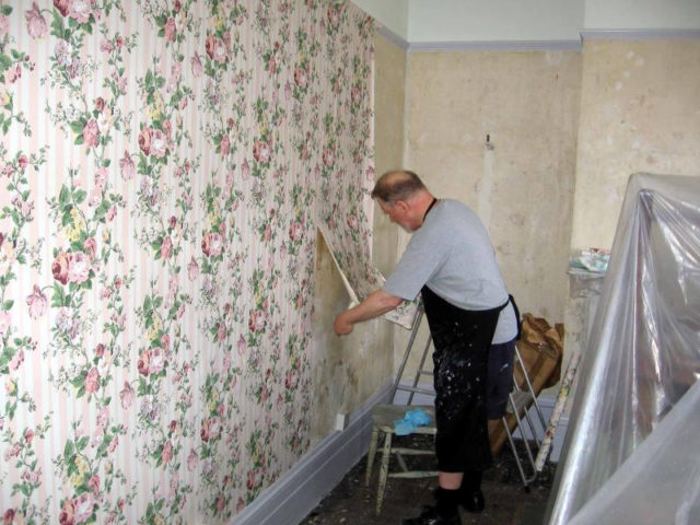 easiest way to remove wallpaper glue