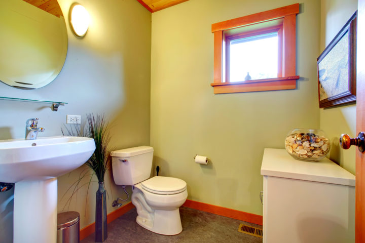 Small Bathroom Ideas 8 Low Cost Ways To Make Your Small Bathroom Look Bigger When You 39 Re On A
