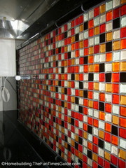 closer_look_at_glass_tile_backsplash.JPG