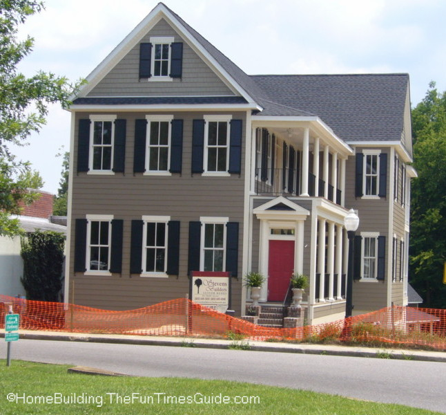 A charleston row house style home in the heart of downtown for Charleston style homes