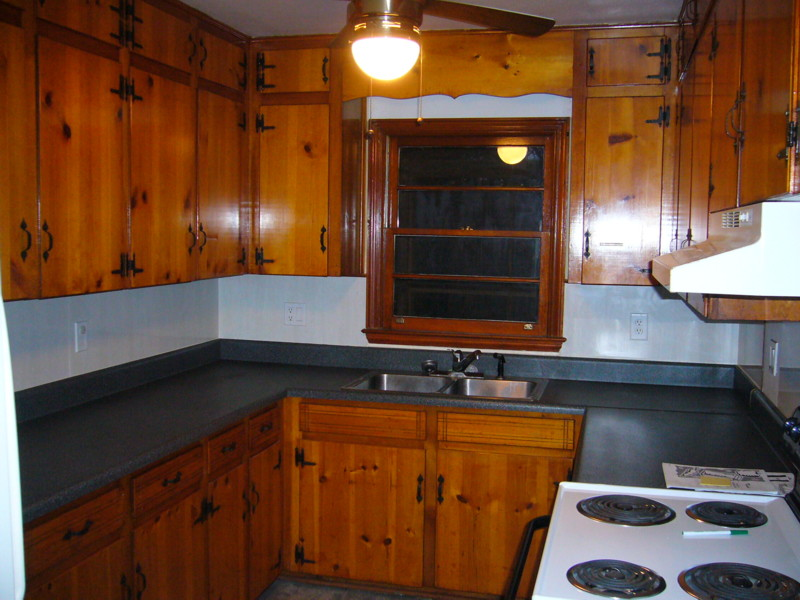Knotty pine kitchen cabinets for Pine kitchen furniture