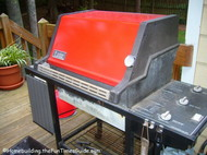 smokin_red_Weber_Genesis_1000_gas_grill.JPG