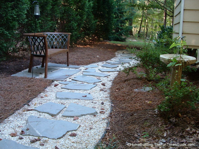 DIY Stepping Stone Walkway Ideas + Tips To Build Stone Walkways Yourself |  The Homebuilding/Remodel Guide